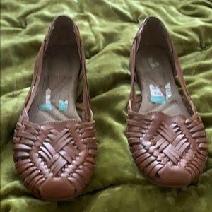 Naturalizer leather slip on sandals